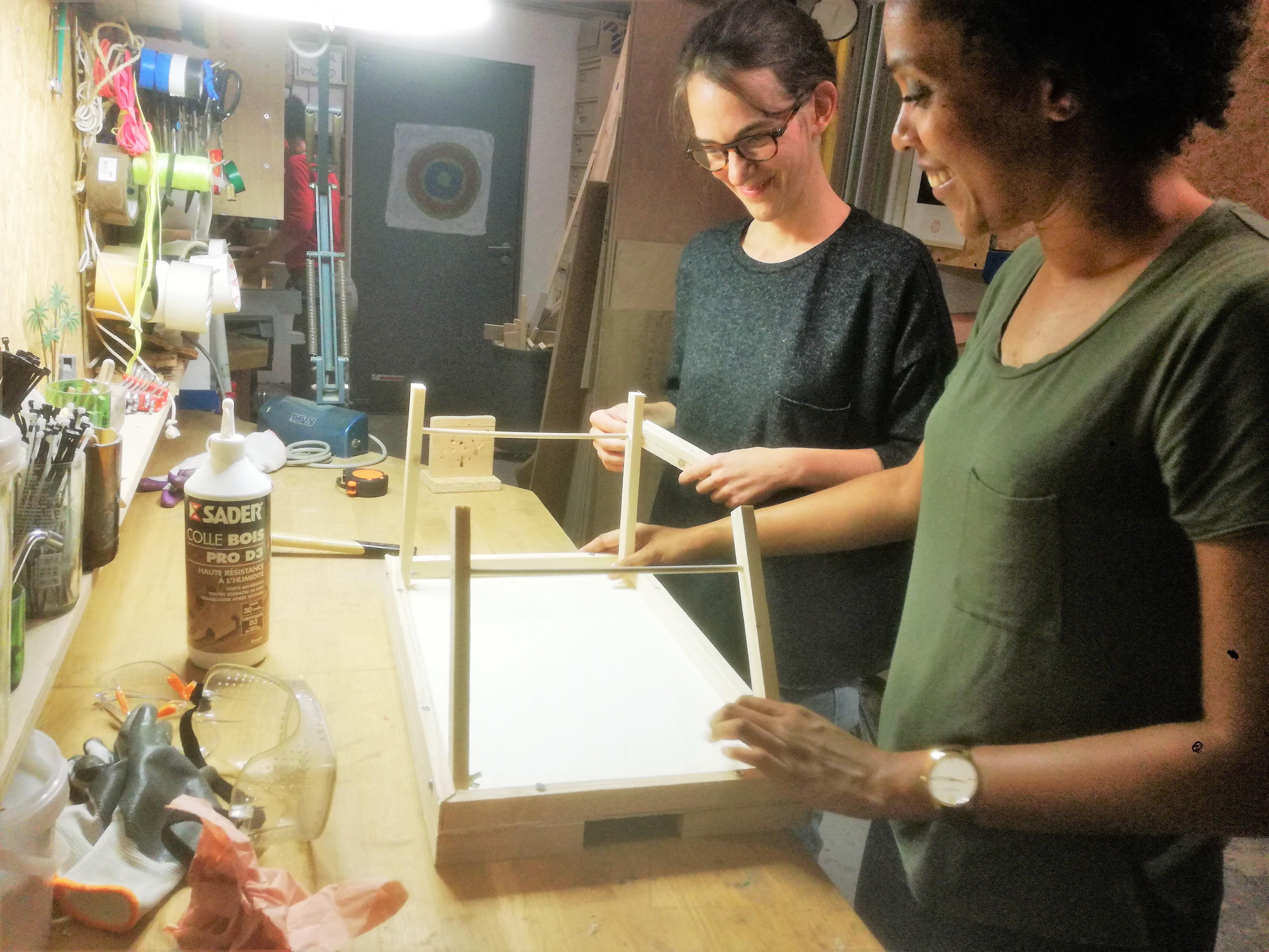 7b2a16c39fec Fabrication d un plateau petit déjeuner dans un atelier de menuiserie