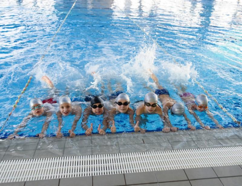 J 39 apprends nager des cours de natation gratuits pour for Piscine de molenbeek cours de natation