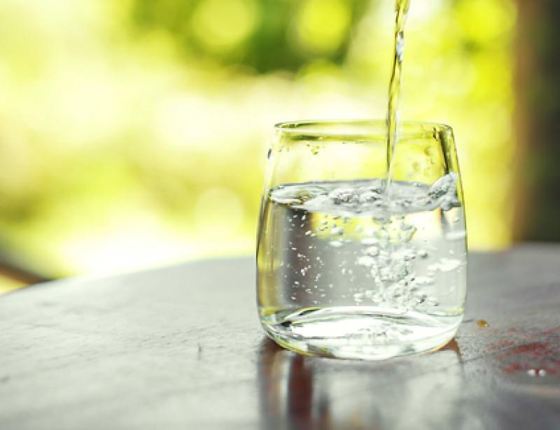 Eau en bouteille eau du robinet laquelle choisir - Combien coute 1 litre d eau du robinet ...